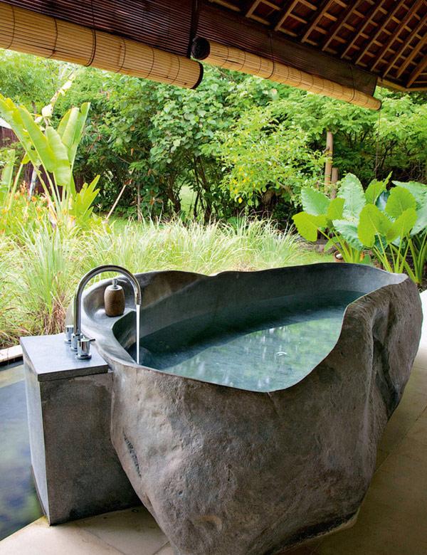 10 Stunning Balinese Outdoor Bathrooms