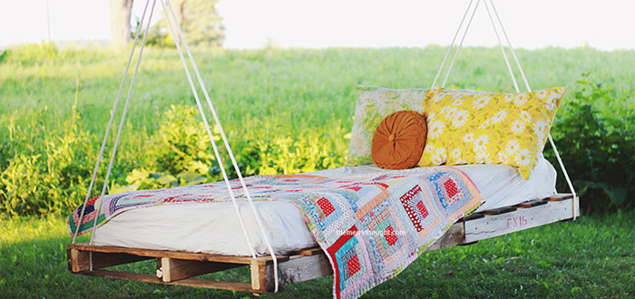 Dreamy summer outdoor reading corners
