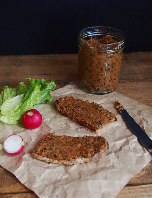Picnic idea: black bean paste with dried tomatoes