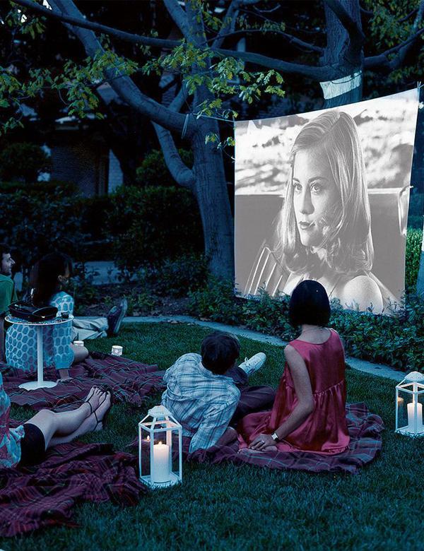 Summer bliss: backyard movie night | My Cosy Retreat