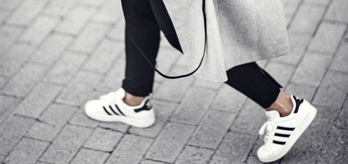 Easy autumn style: coat and sneakers