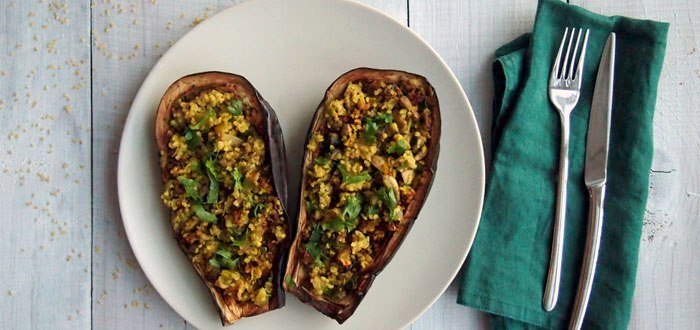 Eggplant stuffed with bulgur, leeks and mushrooms