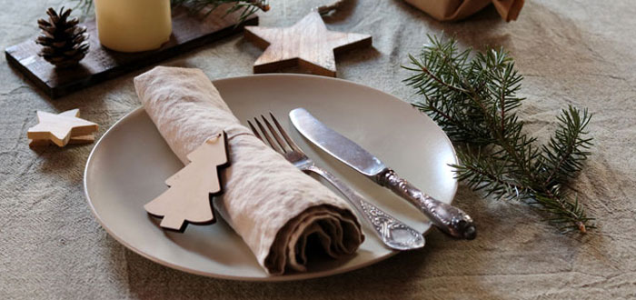 A natural Christmas tablescape