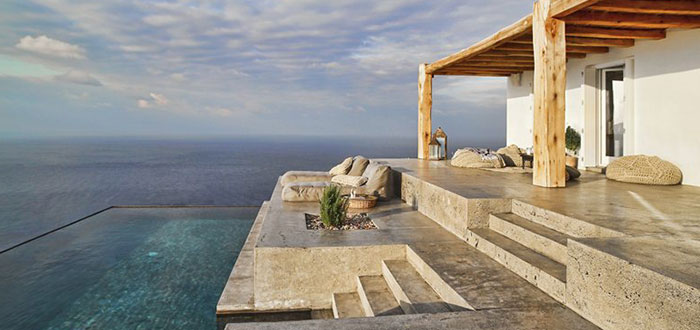 A splendid summer holiday home on the Greek island of Syros